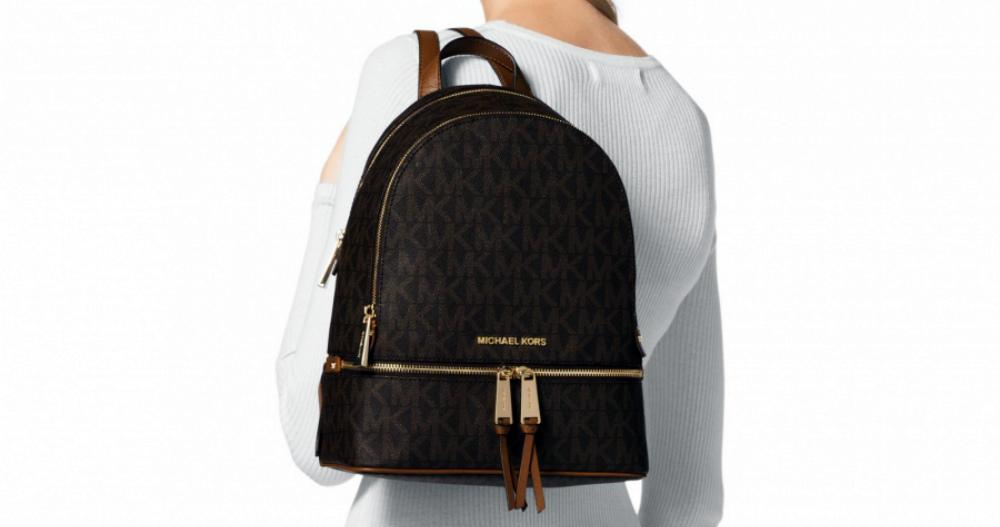 3009787a24f2 Модно, ярко и практично – оригинальные рюкзаки от Майкла Корса. Множество  сумок, кошельков и клатчей имеет в своей коллекции любая уважающая себя  девушка.